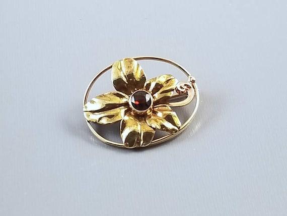 Very pretty antique Edwardian Art Nouveau 14k gold garnet flower brooch pin