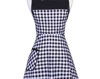 50s Style Retro Apron / Black and White Gingham Check Womans Vintage Cute Old Fashioned Full Coverage Kitchen Apron with Pockets (FM)