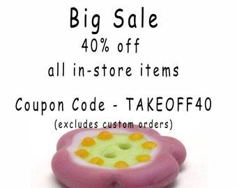 Lampwork glass button, Pink lampwork button, etched glass button, folk art button, pink green glass button, quilt button, decorative button