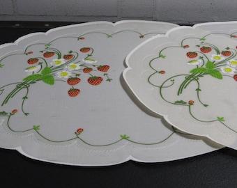 Strawberry Vintage Placemats, Vinyl-like, Set of 2
