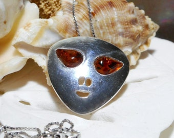 """Sterling Silver and Amber Alien ET UFO Necklace w 20"""" Box Chain 5.67g"""
