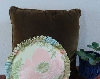 Cute vintage pillow, round floral , shabby chic, FREE SHIPPING