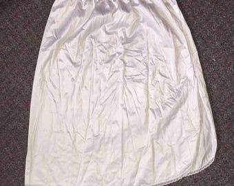 Vintage Women's Skirt Slip Made By Vanity Fair Size Medium White Lace 100% Nylon