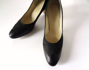 1970s Brogue Pumps from Saks - vintage black high heels size 7.5AA