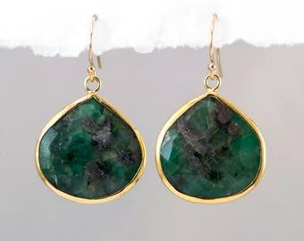 Raw Emerald Earrings Gold, May Birthstone Earrings, Jewelry Trends, Green Stone Earrings Dangle, Semi Precious Stone, Statement Earrings