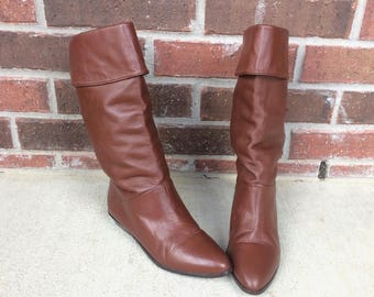 vtg 80s BROWN Tall RIDING Cuff BOOTS 7.5 flat pirate slouchy boho preppy leather shoes