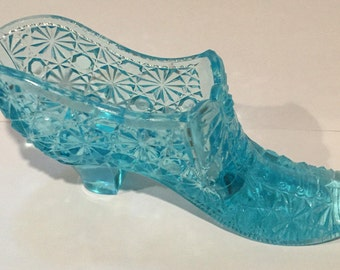Glass Slipper Daisy and Buttons Victorian Shoe Slipper with bow Fenton Like Vintage