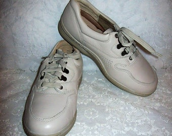 Vintage Ladies Beige Leather Oxfords Lace Up Tennis Shoes Supremes by Soft Spots Size 6 1/2 WIDE NOS Only 20 USD