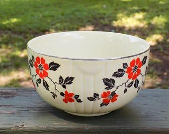 "Vintage Hall's Red Poppy 6"" 1 Quart Radiance Bowl"