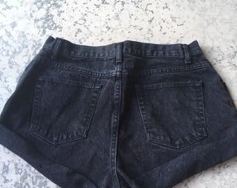 Wrangler shorts,  high waisted size 16 Shorts, womens sz 16 Black denim Shorts, Black Wrangler mom cutoff shorts, Trendy cut offs shorts