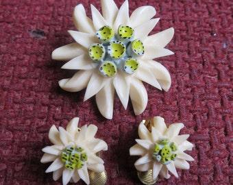 Vintage 40's carved bovine bone flower brooch & clip on earrings set (6237)