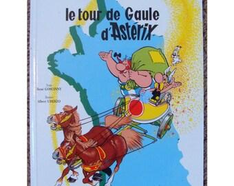 French language Asterix book Le Tour de Gaule d'Asterix by Rene Goscinny, Uderzo illustrations. Roman Gaul cartoon comic strip graphic book