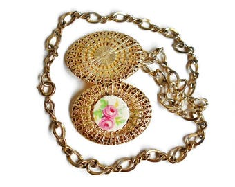 Vintage Gold Filigree Locket Necklace Porcelain Stone Pink Roses Short Chain Romantic Unique Floral Cameo Style Jewelry