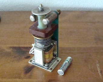 Vintage Ross Engineering Actuator  E12-NO-12-0-39-ETO, Works?  Don't Know, But Looks Cool!