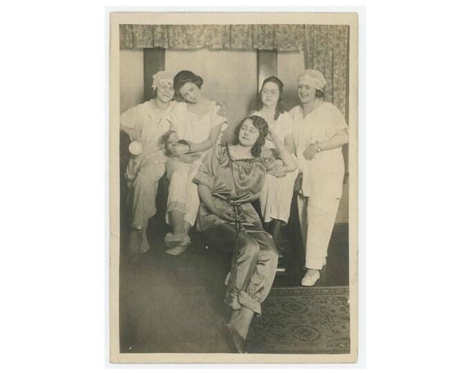 Pajama Girls, c1910s Vintage Snapshot Photo 5x7 (78598)