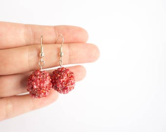 shiny raspberry earrings - red paper quilled central bead