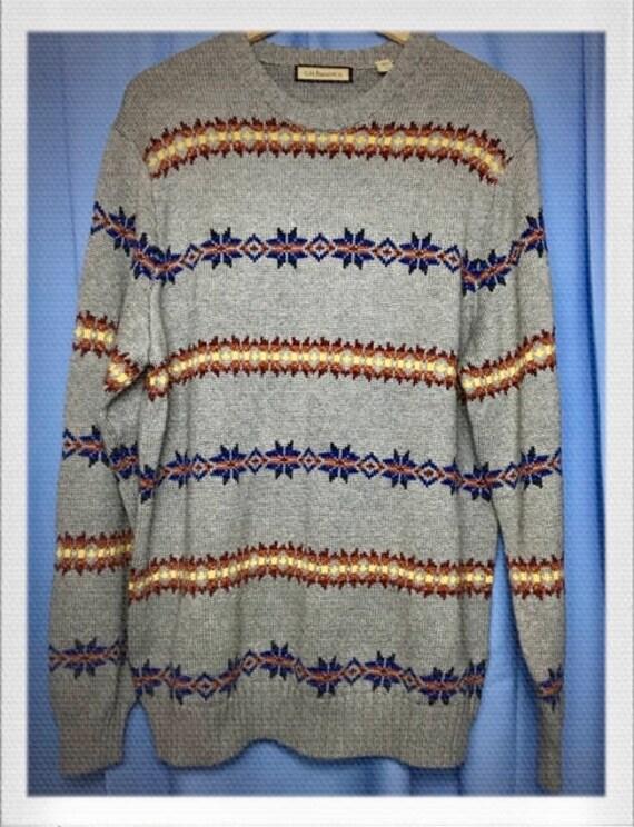 "Vintage Men's Sweater Size Large 21"" width 28"" length"