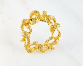 Vintage Gold Wreath Pin Textured Organic Brooch Small Vintage Gift for Her Circular Jewellery