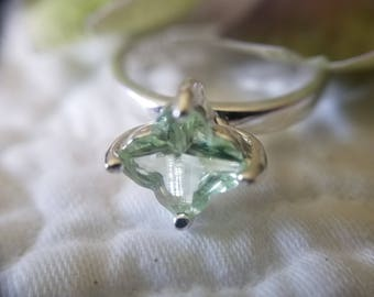 Sterling Silver Ring with Bright and Light Green Stone (st - 2030)