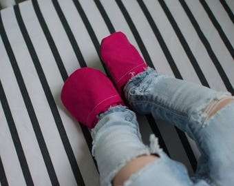 Hot Pink Linen Baby Shoes //Solid Color Moccs, Baby Booties, Moccasins, Vegan Montessori Shoes, Rubber Soft Sole, Toddler Slipper, Waldorf