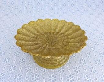 Pedestal Soap Dish, Gold Glitter, Plastic, Scalloped Edge, Hollywood Regency, Vintage Bathroom Decor