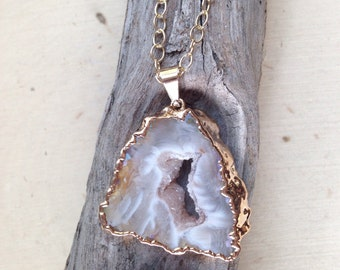 Geode Necklace on Gold Filled Chain / Geode Necklace / Geode Slice / Geode Jewelry / Raw Geode / Geode Slice Pendant / Geode Necklace, Geode