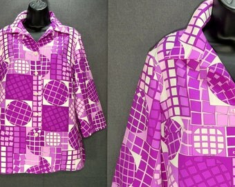 60s 70s Vintage PYKETTES Op Art MOD Top. Bold Pink Purple White Squares Circles Geometric Shirt. Pointy Collar, 3/4 lgth Sleeve Blouse L XL