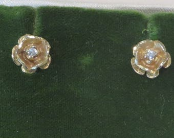 Pretty vintage retro 14k solid yellow gold diamond rose flower stud earrings