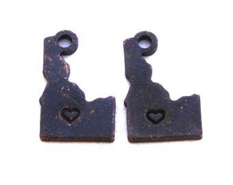 2x Antique Brass / Brown Patina Idaho State Charms w/ Hearts - M073/H/AB-ID
