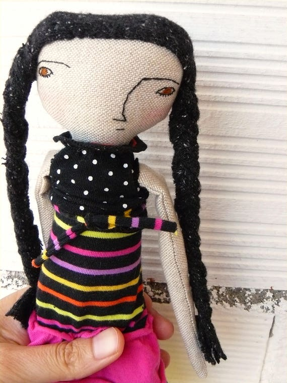 Art doll in cotton and linen fabric hair. 25 cm.
