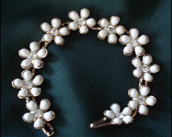 Flower Bracelet - White Petals with Rhinestones and Goldtone Accents - Vintage
