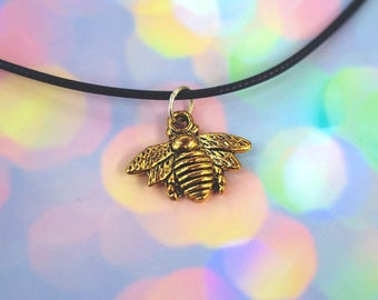Gold Bumblebee Charm Necklace Bee Choker / Hipster Boho Gold Bee Necklace / Pastel Goth Bee Insect Necklace / 90s Grunge Choker Necklace