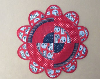 New England Patriots Table Topper/red dots