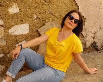 Tee-shirt femme jaune, haut été femme coton, manches courtes, jaune mimosa, noeud papillon, top coton femme, teeshirt jaune original