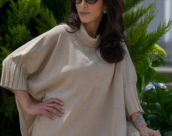 Dark champagne tunic with turtleneck and wide margins, giving an elegant image.