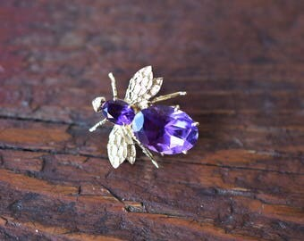 1970s 14K Vintage Amethyst Bee Brooch Pin in Yellow Gold