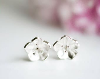 Blossom stud earrings. Cherry Blossom Jewelry. Silver flower earrings. Ready to ship. Sakura. Rose studs. Bloem oorbellen. Kersenbloesem.