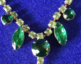 1950s Emerald Green Teardrop Claw Set Rhinestone Necklace
