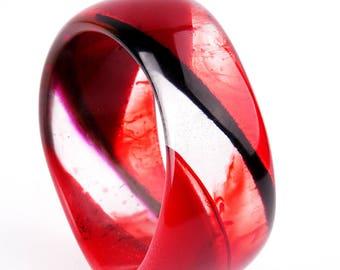 resin bangle, diameter 2,75 in / 7 cm, red and black stripes