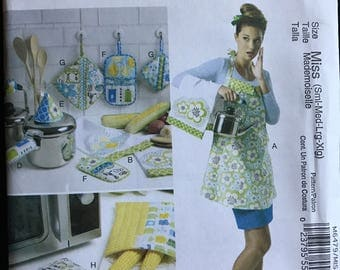 McCalls M6479 - Kitchen Crafts with Apron, Dish Towel, Potholders, and Potato Bags -