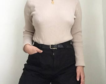beige ribbed turtleneck sweater // vintage // size medium