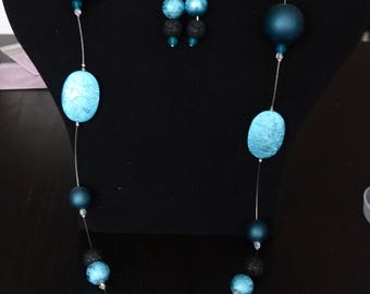 Long necklace in shades of turquoise glitter and matching earrings