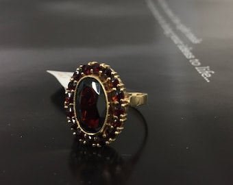 Garnet ring 14 kt gold. Antique