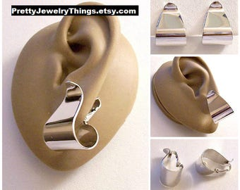 Avon Wide Ribbon Hoop Clip On Earrings Silver Tone Vintage 1977 Polished Wide Bottom Graduated Band Oval Drop Dangles