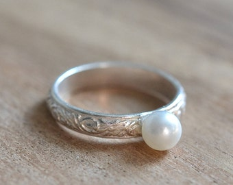 Freshwater Pearl Sterling Silver Ring // Sterling Silver Pattern Natural White Pearl Ring // June Birthstone Ring // Gift for Her Pearl Ring