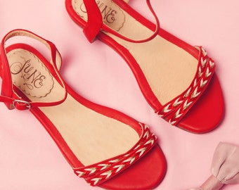 Simona Red. Sandal in red leather and . Round point. Handmade in Argentina