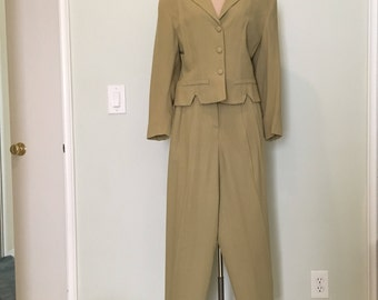 Vintage Bebe 90s suit women m/1940s blazer beige tan suit/two 2 piece suit jacket/high waist 90s pants/40s 1940s suit/short fitted retro