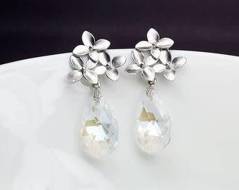 Clear Crystal Earrings, Clear Crystal Bridal Earrings, Silver Flower Earrings, Clear Crystal Drop Earrings, Swarovski Clear Crystal Earrings
