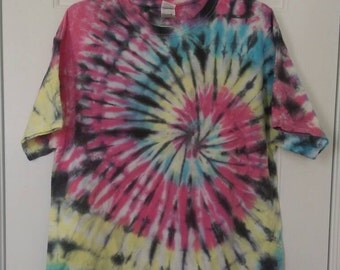 L Spiral Tie Dye T-shirt Medium Short Sleeved