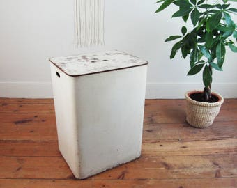 laundry basket,laundry hamper,farmhouse antiques,factory bin,industrial laundry basket,retail display,show display,blanket storage,toy chest
